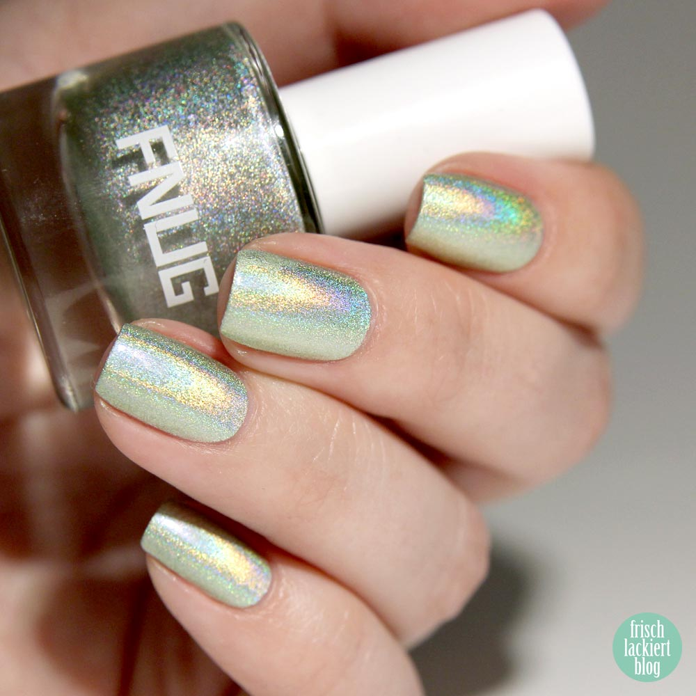 FNUG Fantastica _ Holographic Nailpolish Light Green – swatch by frischlackiert