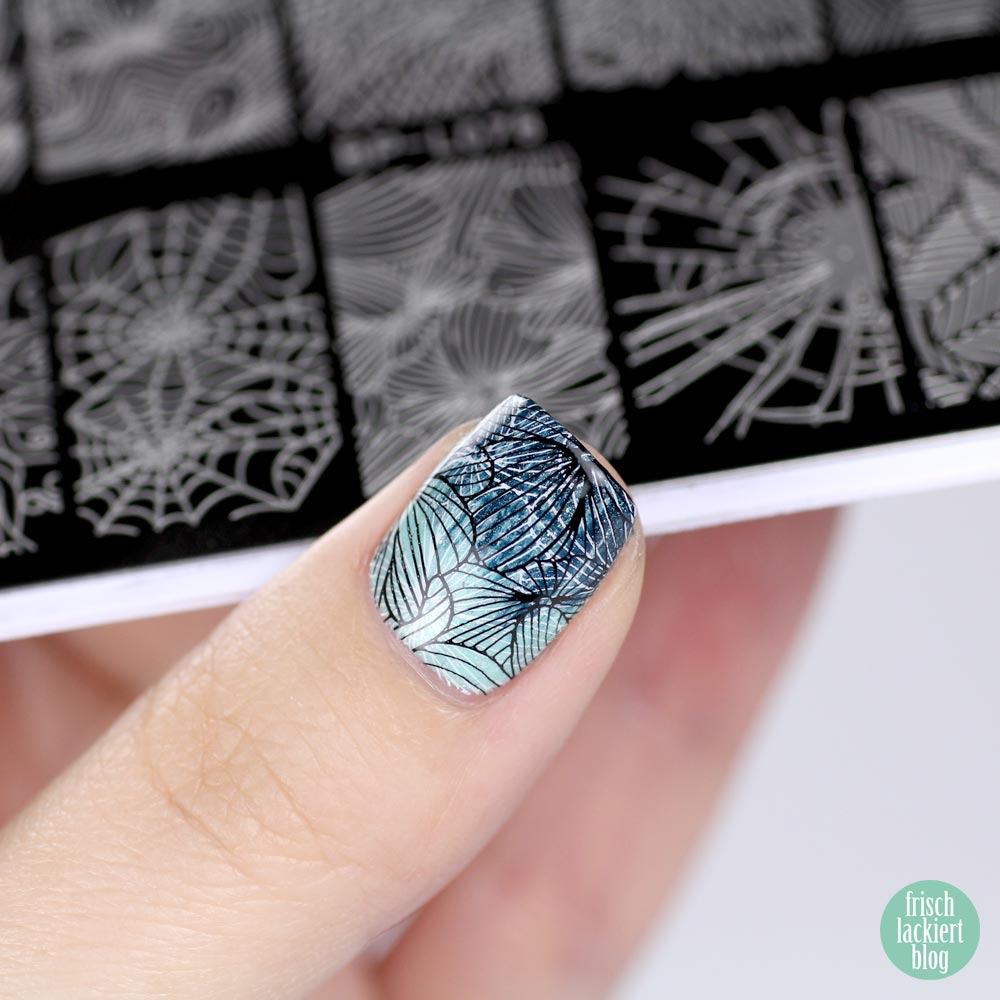 Double Stamping Nailart Mint Black White – by frischlackiert