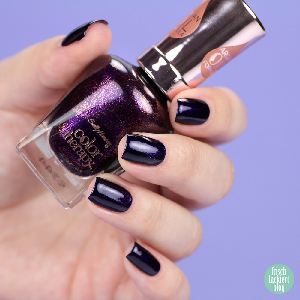 Sally Hansen Color Therapy Nailpolish – Slicks and Stones – dark purple shimmer – by frischlackiert