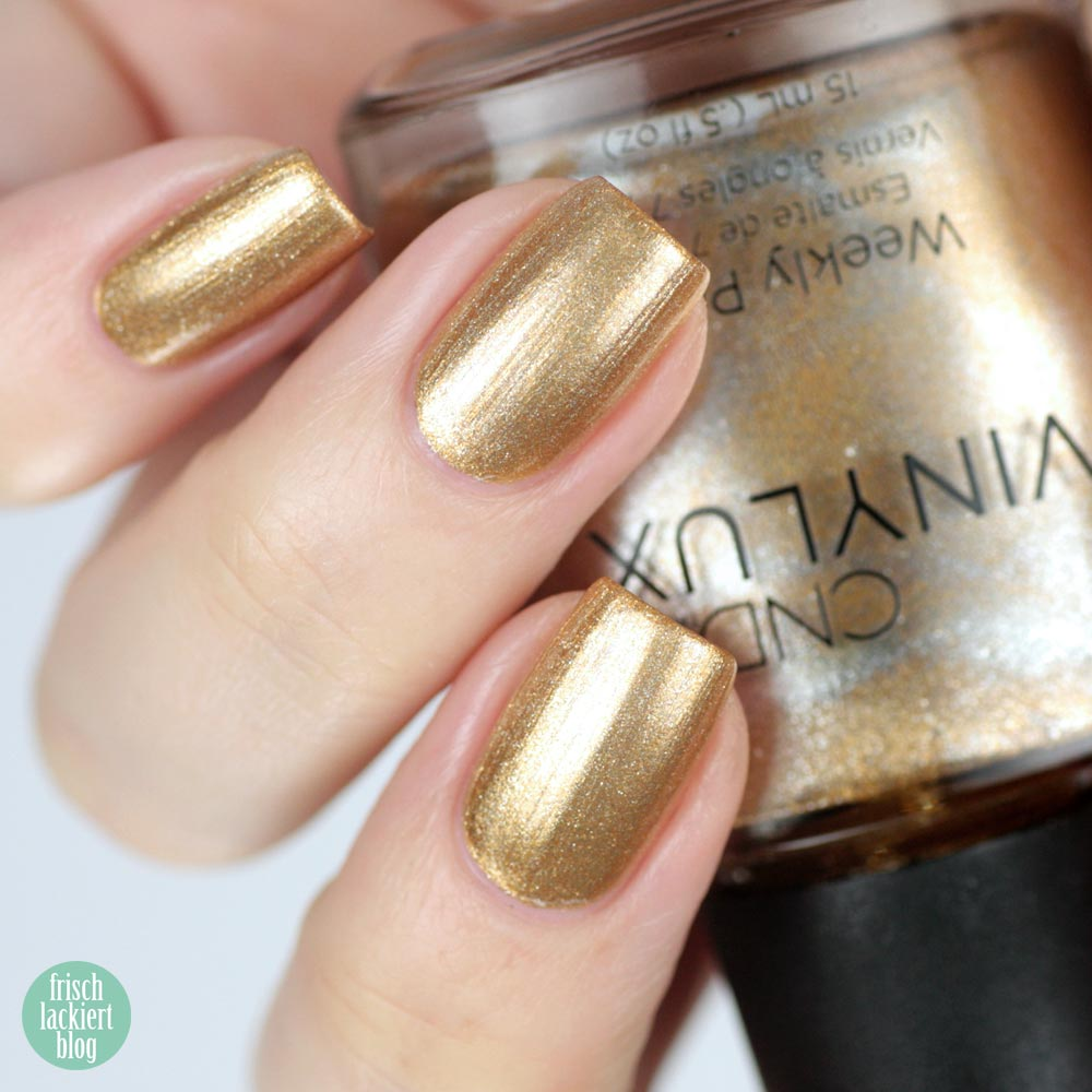 CND VINYLUX Brass Button – swatch by frischlackiert