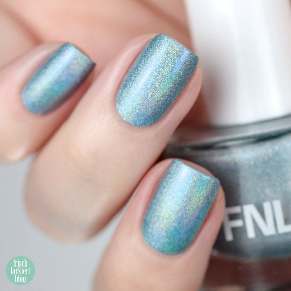 FNUG Holographic  Nailpolish – Futuristica – swatch by frischlackiert