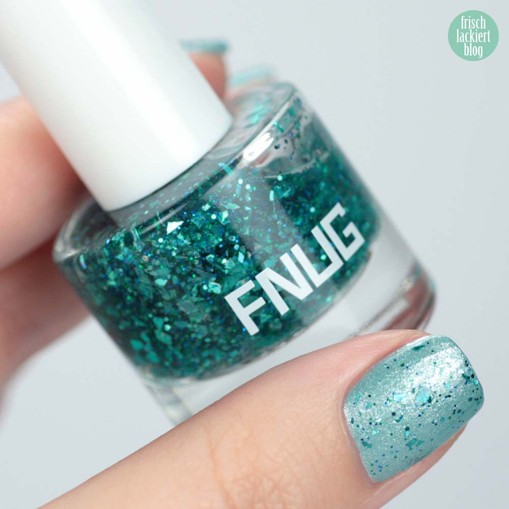 FNUG Showstopper – Blue Glitter Topper – swatch by frischlackiert