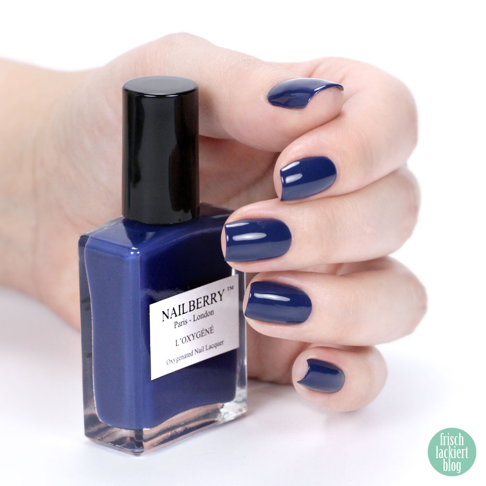 Nailberry Nailpolish – Number 69 – dark blue - purish online shop – swatch by frischlackiert