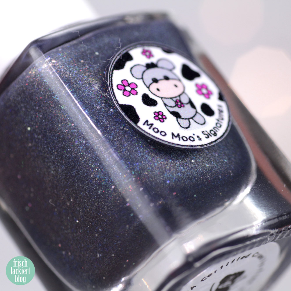 Moo Moo´s Signatures – The last Ninja – Holografischer Nagellack in Blau – swatch by frischlackiert