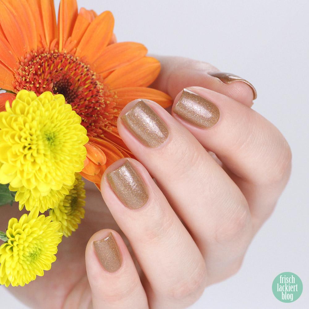 Moo Moo's Signatures - Cinnamon Sun – braun goldener Nagellack – swatch by frischlackiert