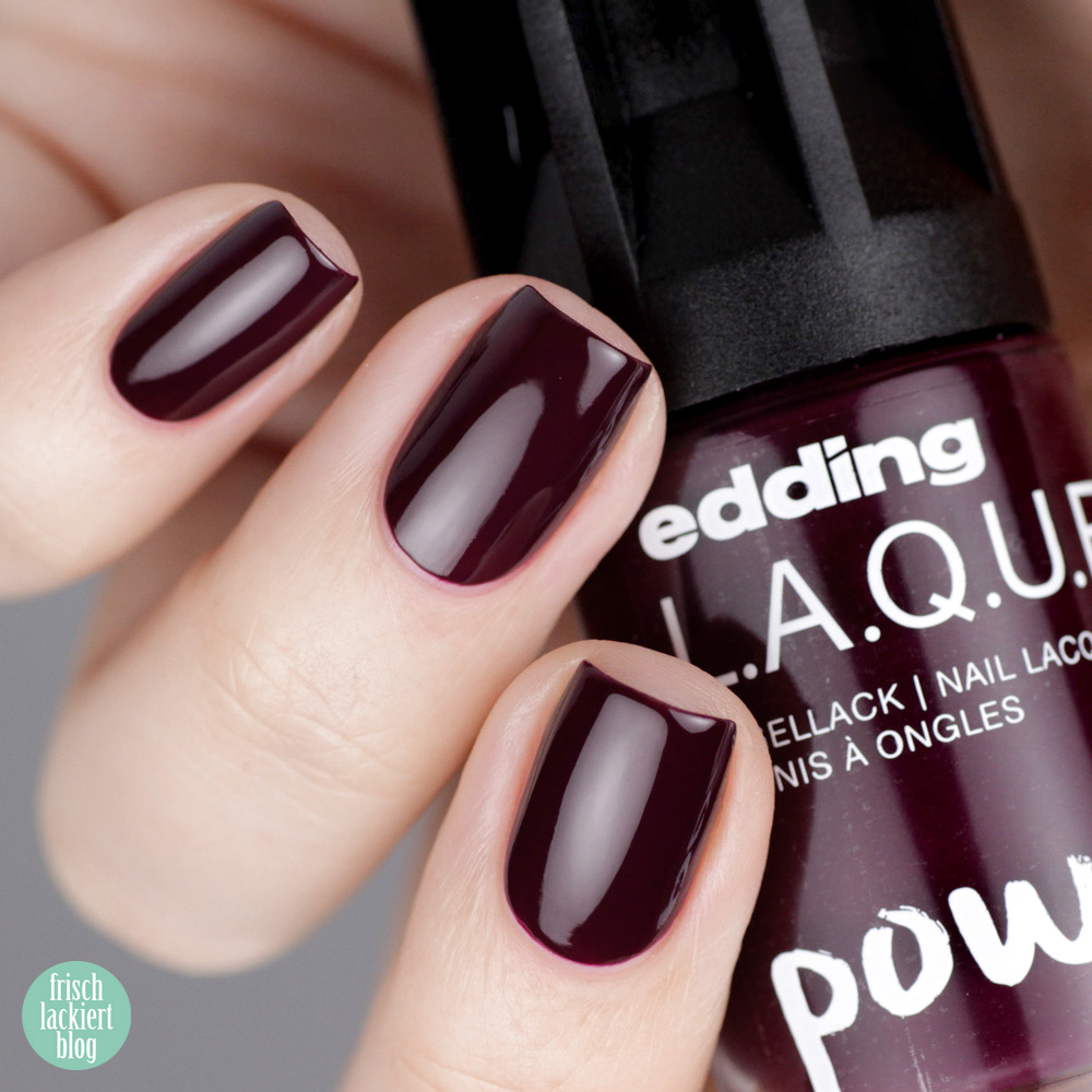 Edding L.A.Q.U.E. – Powerfrauen Kollektion 2018 - absolute aubergine - dark violett nailpolish - swatch by frischlackiert
