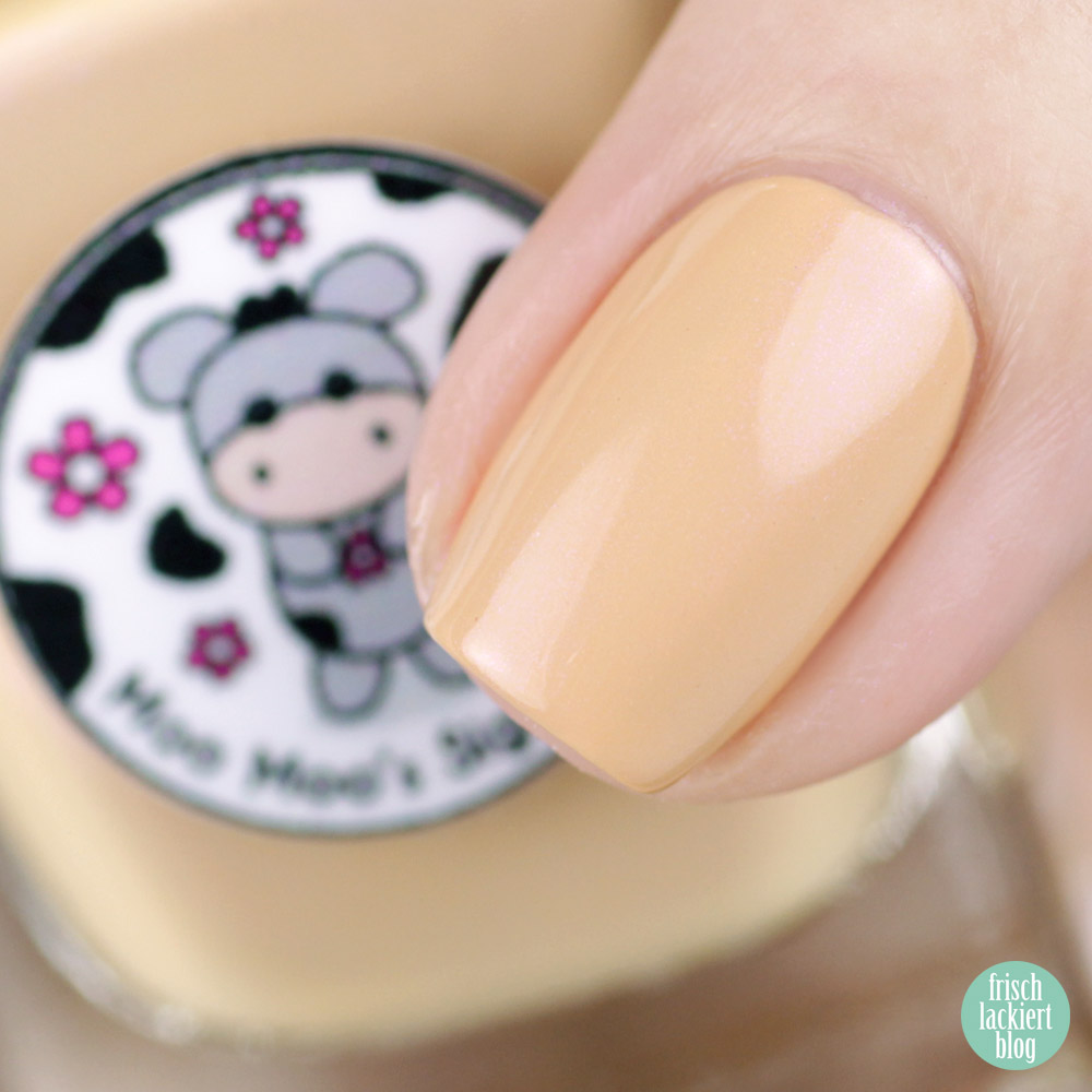 Moo Moo's Signatures - Catching Flying Apricot – Facebook Group Custom Nailpolish – swatch by frischlackiert