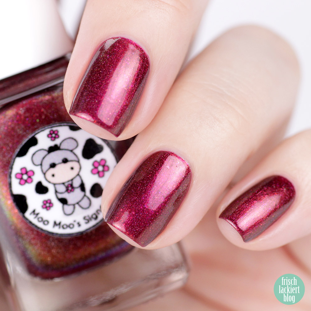Moo Moo´s Signatures – Moototype Trio 2018 – Blood Moon – Red Multichrome Holo Nailpolish – swatch by frischlackiert