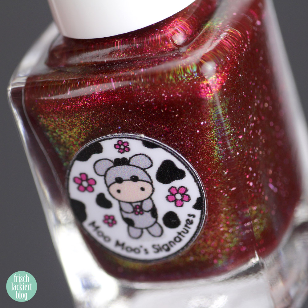 Moo Moo's Signatures - Vampire Bride – violet nailpolish holographic - swatch by frischlackiert
