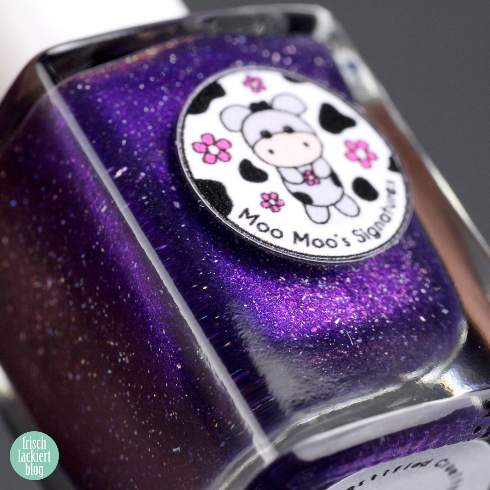 Moo Moo's Signatures - Apocalypse – violet nailpolish holographic - swatch by frischlackiert
