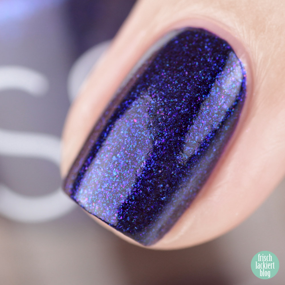 Glossworks Nagellack – Midnight at the oasis – Dunkelblau mit Schimmer – swatch by frischlackiert