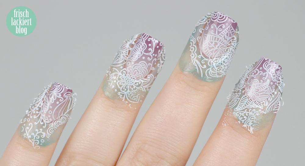 Frischlackiert-Challenge Gradient Nailart mit Blumen Stamping Weiß Flieder – by frischlackiert
