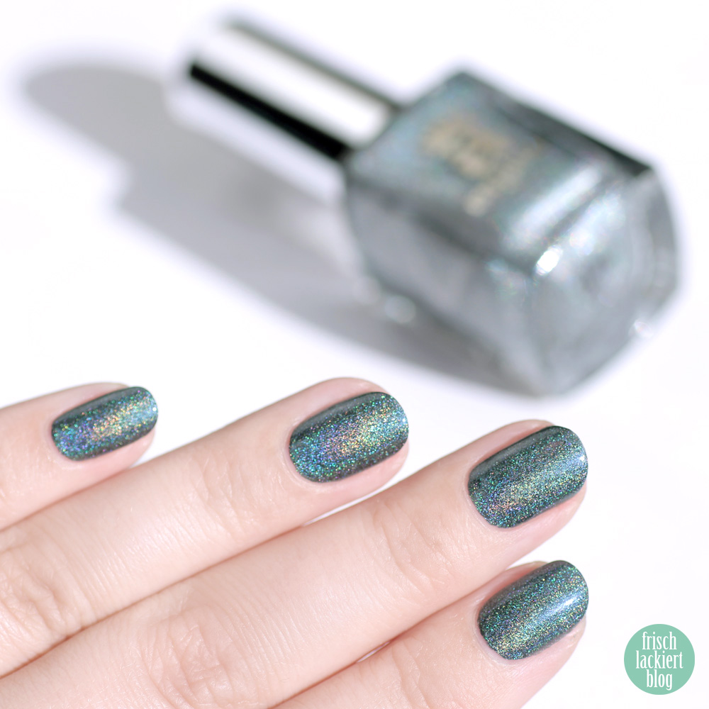 A-England Manderey – petrol holo nagellack – holographic nailpolish – swatch by frischlackiert